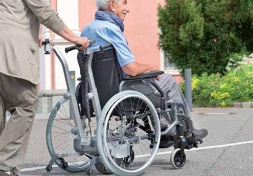 rahm_Schiebe- und Bremshilfe für den Rollstuhl