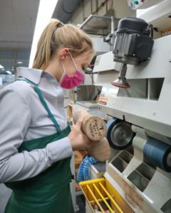 Lena Meurer hat ihre Ausbildung 2017 bei rahm begonnen und ist hier seit Juni 2020 als Orthopädieschuhtechnikerin angestellt.