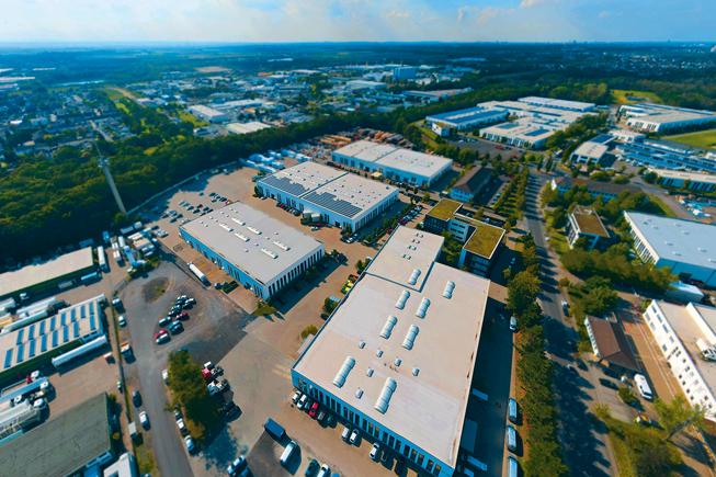 Das rahm Firmenareal erstreckt sich über fast 10.000 qm² mit mehreren, modern ausgestatteten Hallen.