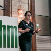 Referentin Ruth Leitenmaier beim rahm Lip/Lymph-Symposium